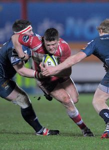 Scarlets v Gloucester Tavis Knoyle is tackled