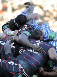 Toulouse and Saracens scrum