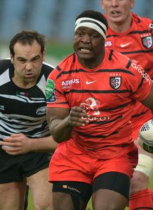Chiliboy Ralepelle on a run for Toulouse