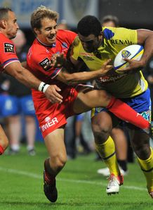 Clermont winger Napolioni Nalaga R vies with Grenoble