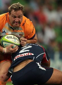 Coenie Oosthuizen on the charge for Cheetahs