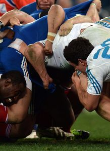 France L and Italy s players vie during a scrum