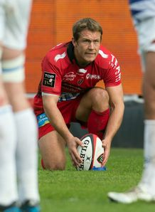 Jonny Wilkinson lining up a kick for Toulon