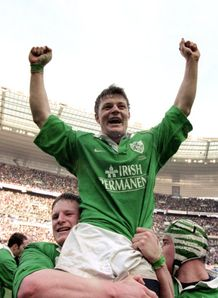 Brian O Driscoll celebrating hat trick in 2000