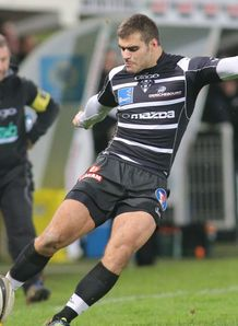 Gaetan Germain kicking for Brive