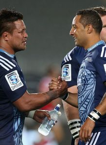 Keven Mealamu L and Benji Marshall of the Blues shake hands