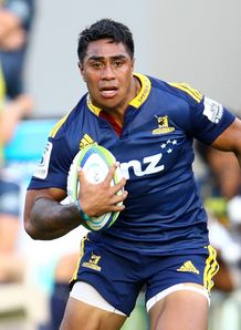 Malakai Fekitoa of the Highlanders makes a break