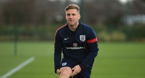 Oxlade-Chamberlain backs Shaw inclusion
