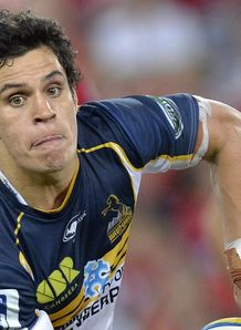Brumbies fly half Matt Toomua sending out a pass