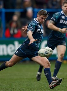 Cardiff Blues scrum half Lewis Jones kicking