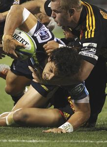 Matt Toomua of the Brumbies scorsd a try v Chiefs 2014