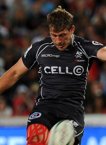 Sharks centre Francois Steyn kicking at goal