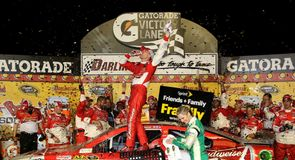 Harvick wins at Darlington