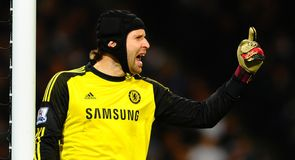 Mourinho wants Cech to fight for place
