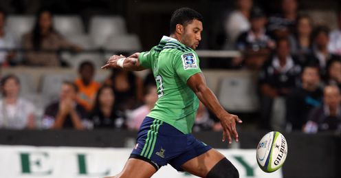 Highlanders fly half Lima Sopoaga kicking from hand