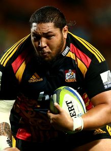 Ben Tameifuna of the Chiefs charges forward