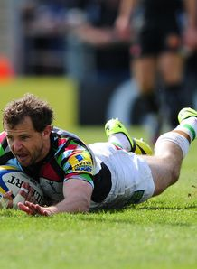 Nick Evans diving over for a try for Harlequins