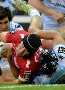 Toulon centre Matt Giteau C scores v Racing Top 14 semifinal