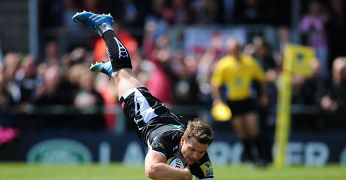 Dave Lewis of Exeter Chiefs dives over for his side s first try