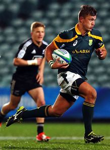 South Africa U20 fly half Handre Pollard on a run