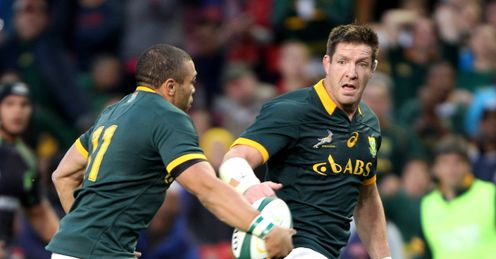 LAGER INCOMING XV BRYAN HABANA OFF LOADS TO BAKKIES BOTHA OF THE SPRINGBOK DURING