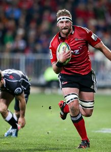 Kieran Read of the Crusaders breaks away to score v Sharks semi final 2014