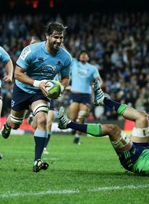 Waratahs lock Jacques Potgieter about to score against Highlanders