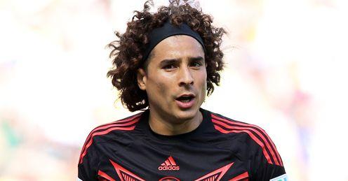 Malaga sign goalkeeper Ochoa