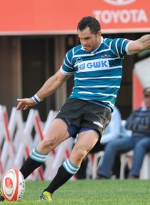 Francois Brummer kicking for Griquas