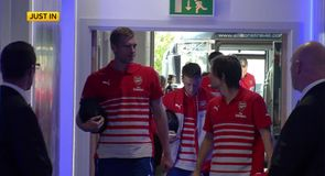 Arsenal arrive at Leicester