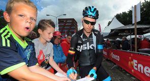 Christian Knees signed photos for the kids at the start line in Waalwijk