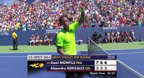 Monfils through in straight sets