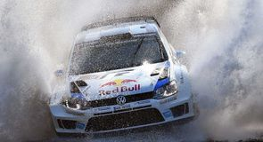 Ogier holds off Latvala
