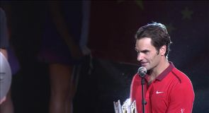 Federer wins in China