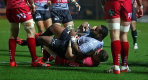 Toulon cruise past Scarlets