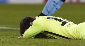 Messi miss keeps tie alive