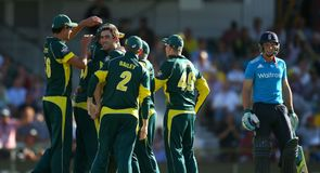 Australia beat England in Tri-Series Final