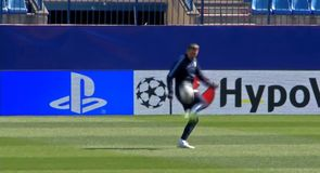 Simeone shows off juggling skills!