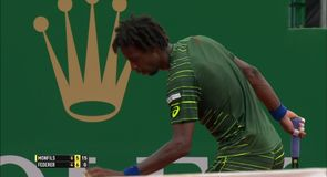 Monfils defeats Federer