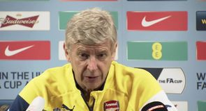 Wenger not giving up title race