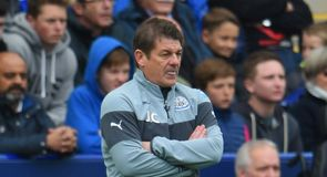 Carver to stay at Newcastle