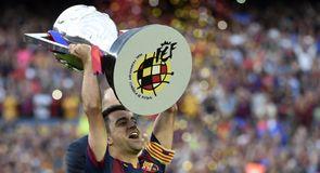 Xavi lifts La Liga title