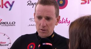 Wiggins breaks UCI Hour Record