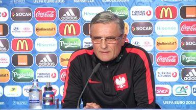 Poland coach full of praise for Lewandowski