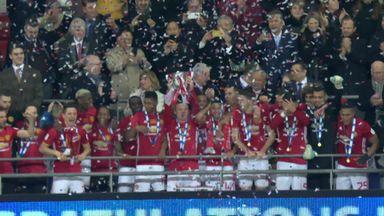 Manchester Utd lift EFL Cup