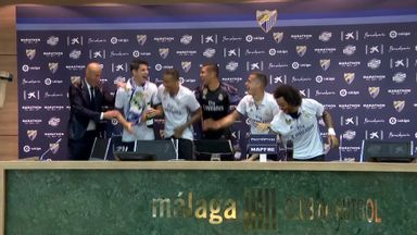 Zidane soaked by players