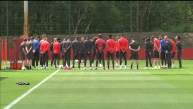 Man Utd hold minute's silence