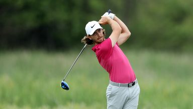 Fleetwood stays in contention
