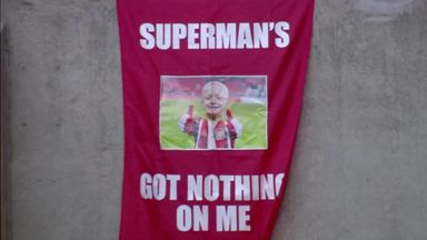 Sunderland pay Lowery tribute