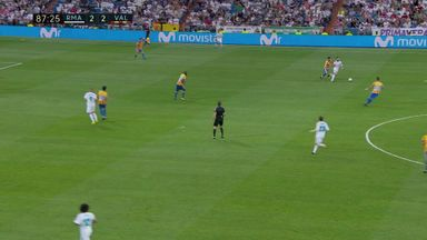 WATCH: Benzema miss un-Real